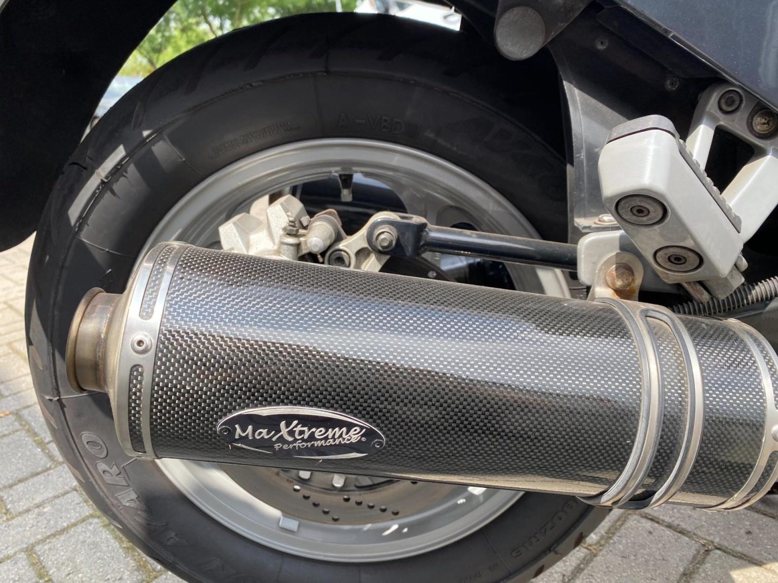 Kawasaki-Tour GTR 1000-16