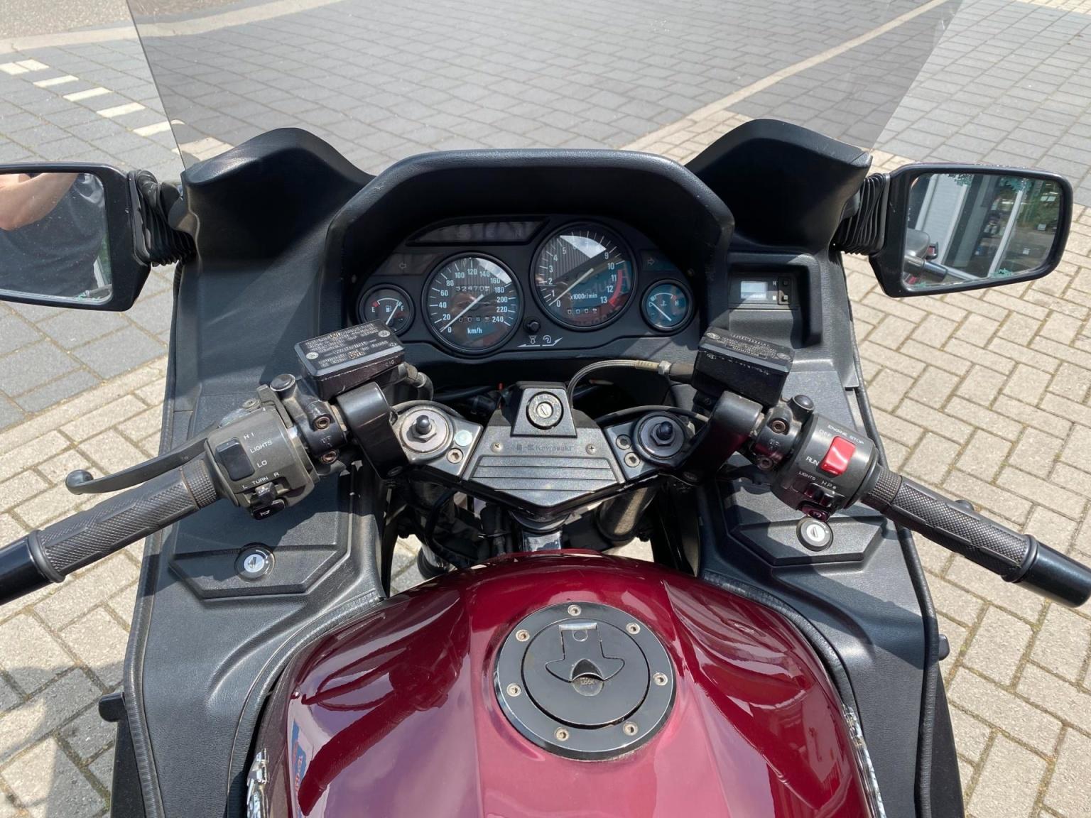 Kawasaki-Tour GTR 1000-13